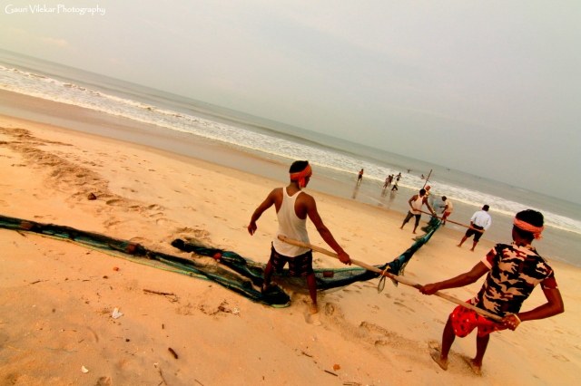 A day in the life of a fisherman.. Fishing at Tannir Bavi