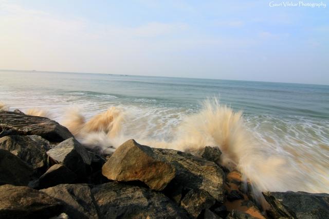 Low shutter capture of splashing waves, Marvanthe